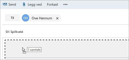 Et skjermbilde av en melding som dras til Skriv-ruten