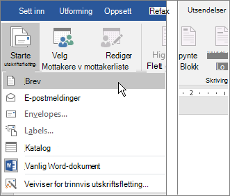 I Word velger du Start utskrifts fletting på fanen masse utsendelser, og deretter velger du et alternativ.