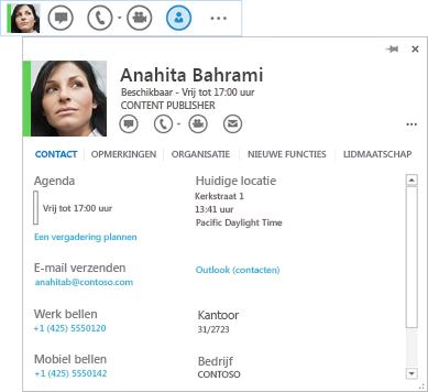 Schermafbeelding van een contactpersoonsvermelding waarbij het visitekaartpictogram is geselecteerd en het bijbehorende visitekaartje wordt weergegeven