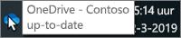 Een schermafbeelding van de aanwijzer op het blauwe OneDrive-pictogram op de taakbalk, met de tekst OneDrive - Contoso.