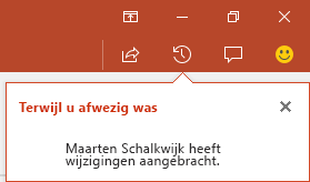 In PowerPoint voor Office 365 kunt u zien wie wijzigingen in het gedeelde bestand heeft aangebracht terwijl u afwezig was