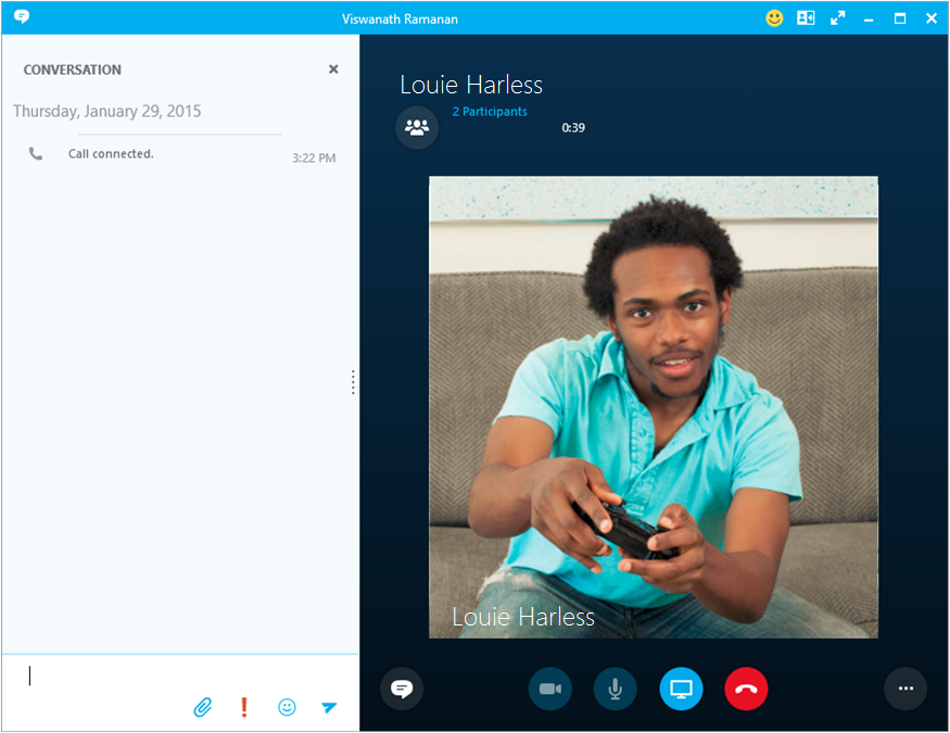 Tijdens uw telefoongesprek via Skype voor Bedrijven of uw PBX-bureautelefoon kunt u de ander een chatbericht sturen.