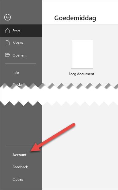 Het tabblad bestand in Office met een pijl die naar de optie account wijst