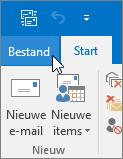 Schermafbeelding van het menu Bestand in Outlook 2016