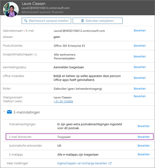 Schermafbeelding van de gebruikersprofielpagina van de gebruiker met de naam Laure Claasen met E‑mailbericht doorsturen ingesteld op Toegepast en een beschikbare optie voor bewerken.