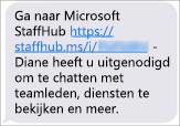 Uw teamleden krijgen een koppeling om de mobiele app van Microsoft StaffHub te downloaden.