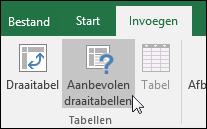 Ga naar Invoegen > Aanbevolen draaitabellen als een draaitabel met Excel voor u moet worden gemaakt.