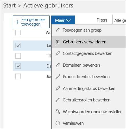 Meerdere gebruikersaccounts verwijderen uit het Office 365-beheercentrum.