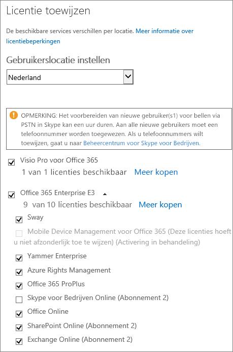 Schermafbeelding van het menu Licentie toewijzen waarin de lijst met services is uitgevouwen en alle services behalve één zijn geselecteerd.