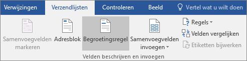 Kies als onderdeel van Afdruk samenvoegen in Word op het tabblad Verzendlijsten in de groep Velden beschrijven en invoegen de optie Begroetingsregel.