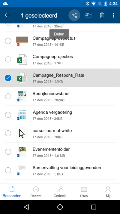 Schermafbeelding van mobiele OneDrive-app met een bestand geselecteerd en het upload-pictogram gemarkeerd