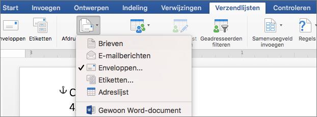 Selecteer op het tabblad Verzendlijsten de optie Enveloppen in de lijst Afdruk samenvoegen starten