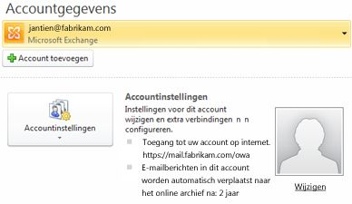 Exchange-accountinstellingen in de weergave Backstage inclusief OWA- en onlinearchiefgegevens