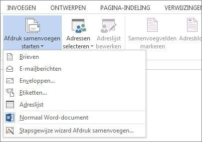 Schermafbeelding van het tabblad Verzendlijsten in Word, met de opdracht Afdruk samenvoegen starten en de lijst met beschikbare opties voor het type samenvoeging dat u wilt uitvoeren.