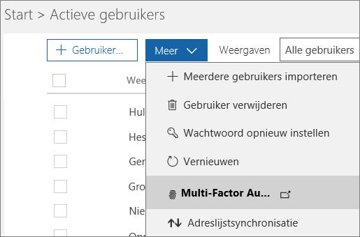 Het menu Meer op de pagina Actieve gebruikers, waarbij Azure Multi-Factor Authentication instellen is geselecteerd.