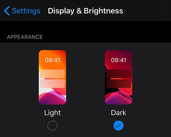 Zrzut ekranu przedstawiający ustawienia > wyświetlania & jasności > wyglądu > ciemności