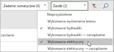 Zrzut ekranu przedstawiający listę rozwijaną filtrowania zasobów na tablicy zadań z wybranymi dwoma zasobami
