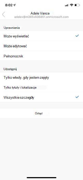 Ekran urządzenia przenośnego z imieniem i nazwiskiem osoby u góry oraz opcjami uprawnień i udostępniania wyświetlanymi poniżej.