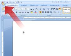 Strzałka wskazująca przycisk pakietu Microsoft Office