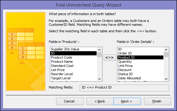 Wybierz odpowiednie pola z tabel w oknie dialogowym Kreator zapytań wyszukujących niepasujące dane
