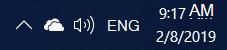 Zrzut ekranu przedstawiający białą ikonę chmury usługi OneDrive w obszarze powiadomień systemu Windows
