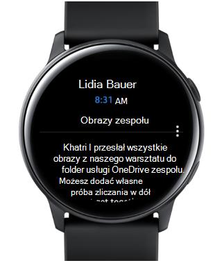 Przedstawia zegarek Samsung Galaxy zwiadomością e-mail na ekranie.