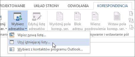 Zrzut ekranu karty Korespondencja w programie Word przedstawiający polecenie Wybierz adresatów z wybraną opcją Użyj istniejącej listy.