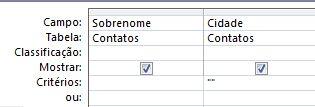 O criador de consultas com critérios definidos para mostrar os registros com o campo com valor em branco