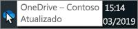 Uma captura de tela mostrando o cursor passando sobre o ícone azul do OneDrive na barra de tarefas, com o texto OneDrive – Contoso.