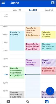 Calendário com compromissos em cores diferentes