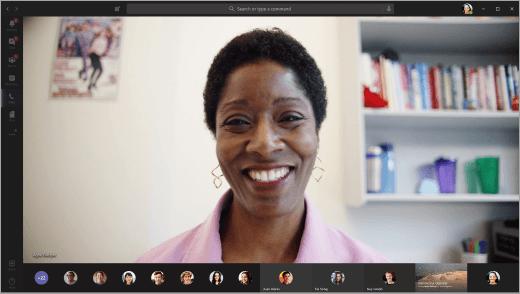 Apresentador em vídeo em uma Microsoft Teams reunião