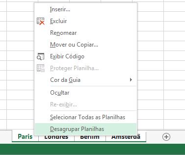 No menu de atalho, a opção Desagrupar Planilhas foi selecionada.
