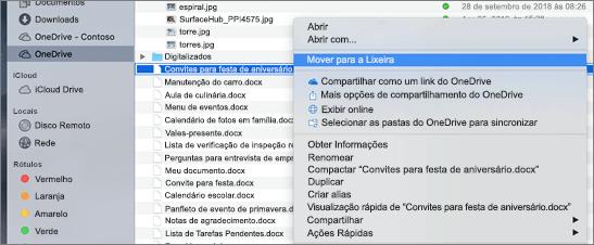 Seleção do menu do botão direito do mouse para excluir um arquivo do OneDrive no Mac Finder