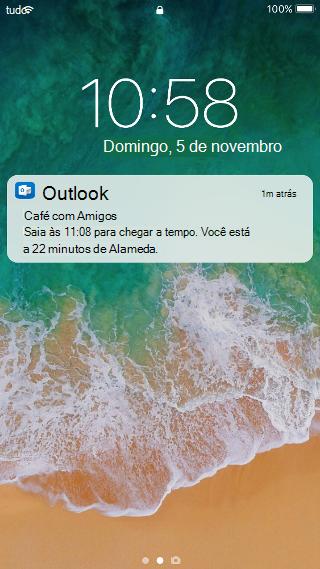 """Mostra uma tela do celular com uma notificação do Outlook que diz """"Brunch com os amigos. Saia às 11h08 para chegar a tempo. Você está a 22 minutos da Alameda. """""""