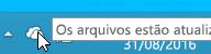 Uma captura de tela mostrando o ícone branco do OneDrive no Windows 8.1.