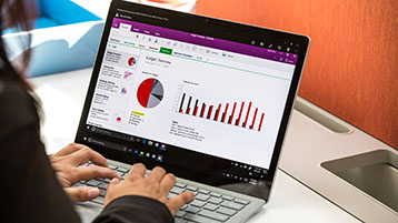 Uma pessoa trabalhando em um gráfico do Excel