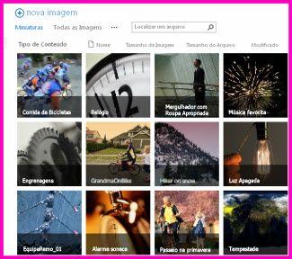Captura de tela de uma Biblioteca de Ativos no SharePoint, mostrando imagens em miniatura de diversos vídeos e imagens contidos na biblioteca. Mostra também as colunas de metadados padrão para ativos de mídia.