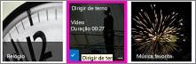 Captura de tela de uma biblioteca de vídeo. Dois dos vídeos da biblioteca têm imagens em miniatura do conteúdo de vídeo e uma imagem mostra apenas um gráfico que representa uma tira de filme.