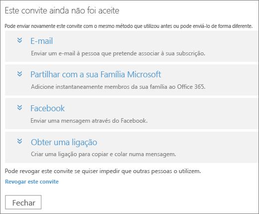 Captura de ecrã a mostrar a caixa de diálogo de um convite pendente com opções para enviar a ligação novamente por e-mail, Família Microsoft, Facebook ou ligação personalizada e uma ligação para revogar o convite.