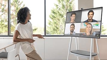 A realizar uma videochamada no Surface Hub