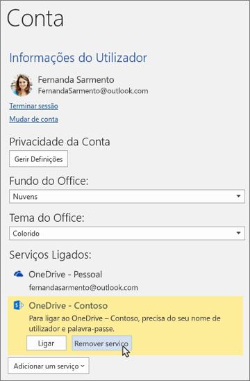 """O painel Conta em aplicações do Office, a realçar a opção """"Remover serviço"""" em Serviços Ligados"""