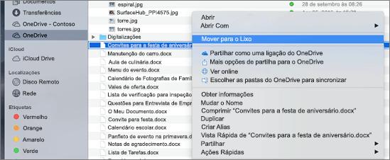 Seleção de menu de contexto para eliminar um ficheiro do OneDrive no Finder do Mac