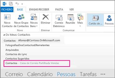 A lista de contactos partilhada é apresentada no Painel de Contactos no Outlook