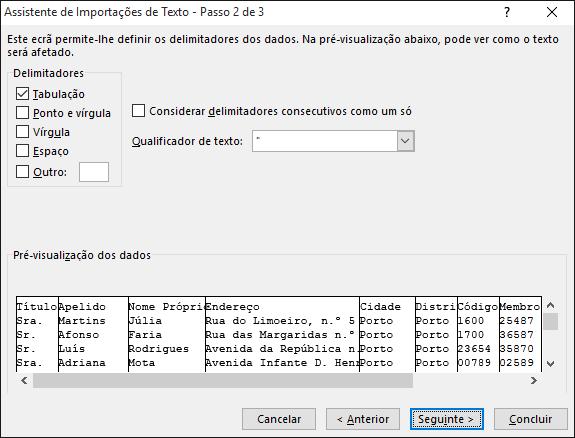 As opções de Delimitadores estão realçadas no Assistente de Importação de Texto.