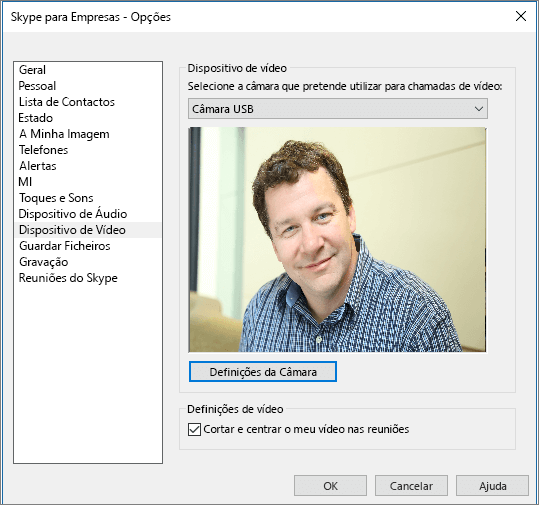 Captura de ecrã da página Dispositivos de vídeo da caixa de diálogo Opções do Skype para Empresas.