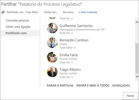 Captura de ecrã do separador Partilhado Com na caixa de diálogo Partilhar