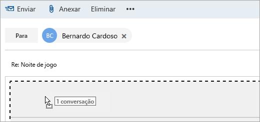 Uma captura de ecrã de uma mensagem a ser arrastada para o painel Compor