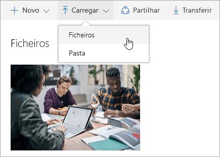 Captura de ecrã a mostrar onde carregar ficheiros no OneDrive
