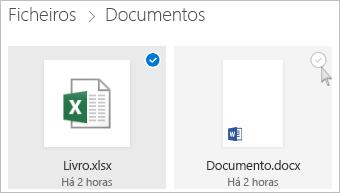 Captura de ecrã a mostrar a seleção de um ficheiro na vista de mosaicos do OneDrive