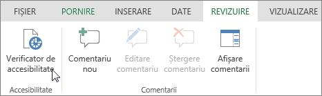 Captură de ecran care arată fila Revizuire, cu cursorul indicând opțiunea Verificator de accesibilitate.